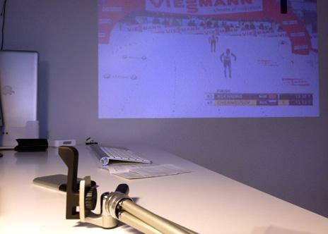 ios beamer im video test iphone 4 projektor von keymate iphone. Black Bedroom Furniture Sets. Home Design Ideas