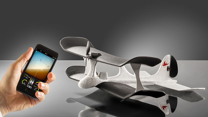 smartplane im video leichtbau flugzeug mit iphone steuerung iphone. Black Bedroom Furniture Sets. Home Design Ideas
