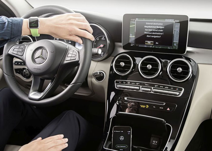 mercedes-apple-watch-700